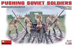 MINIART 35137 1:35 Pushing Soviet Soldiers